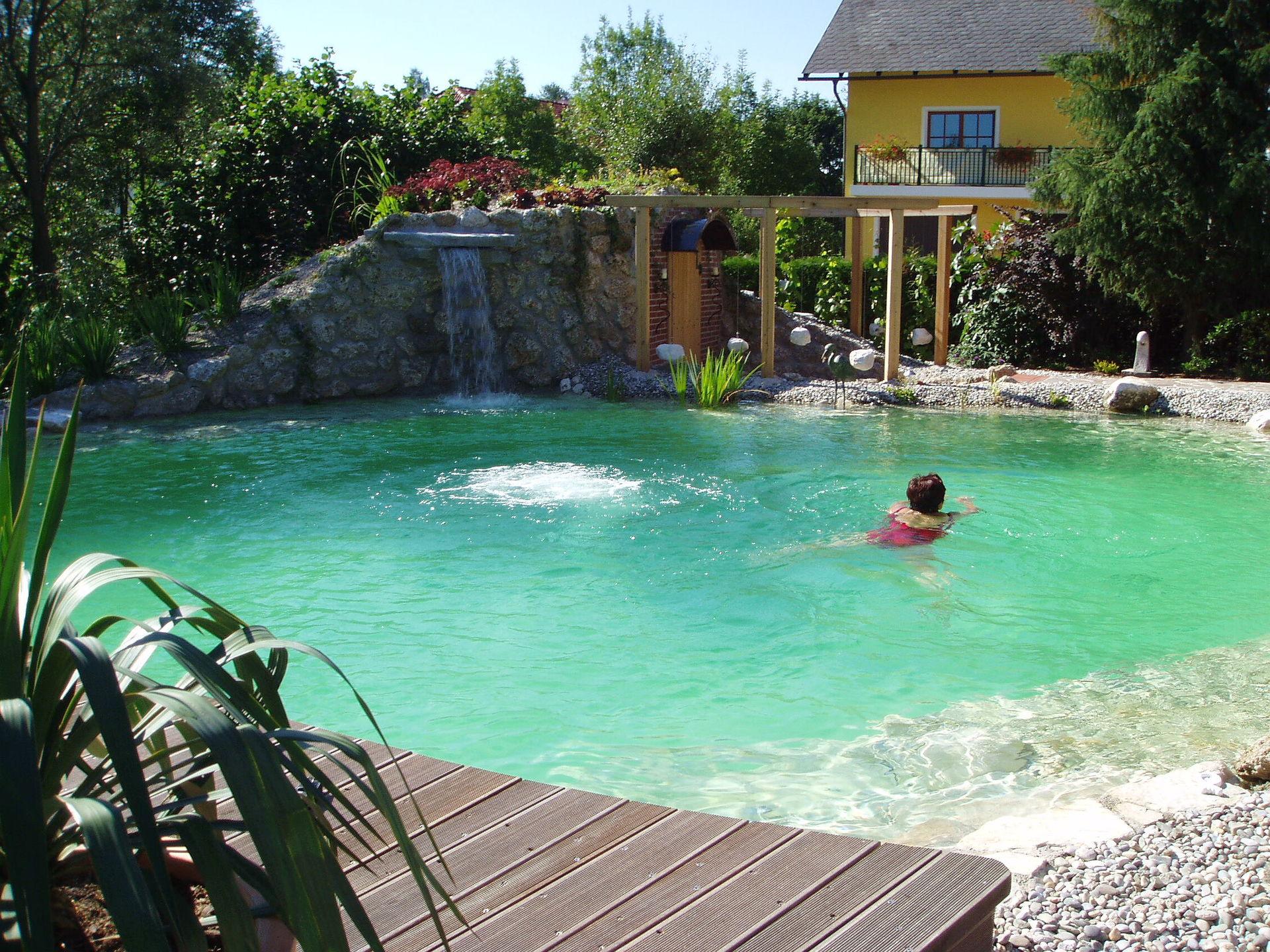 schwimmteich mit wasserfall – actof, Gartenarbeit ideen