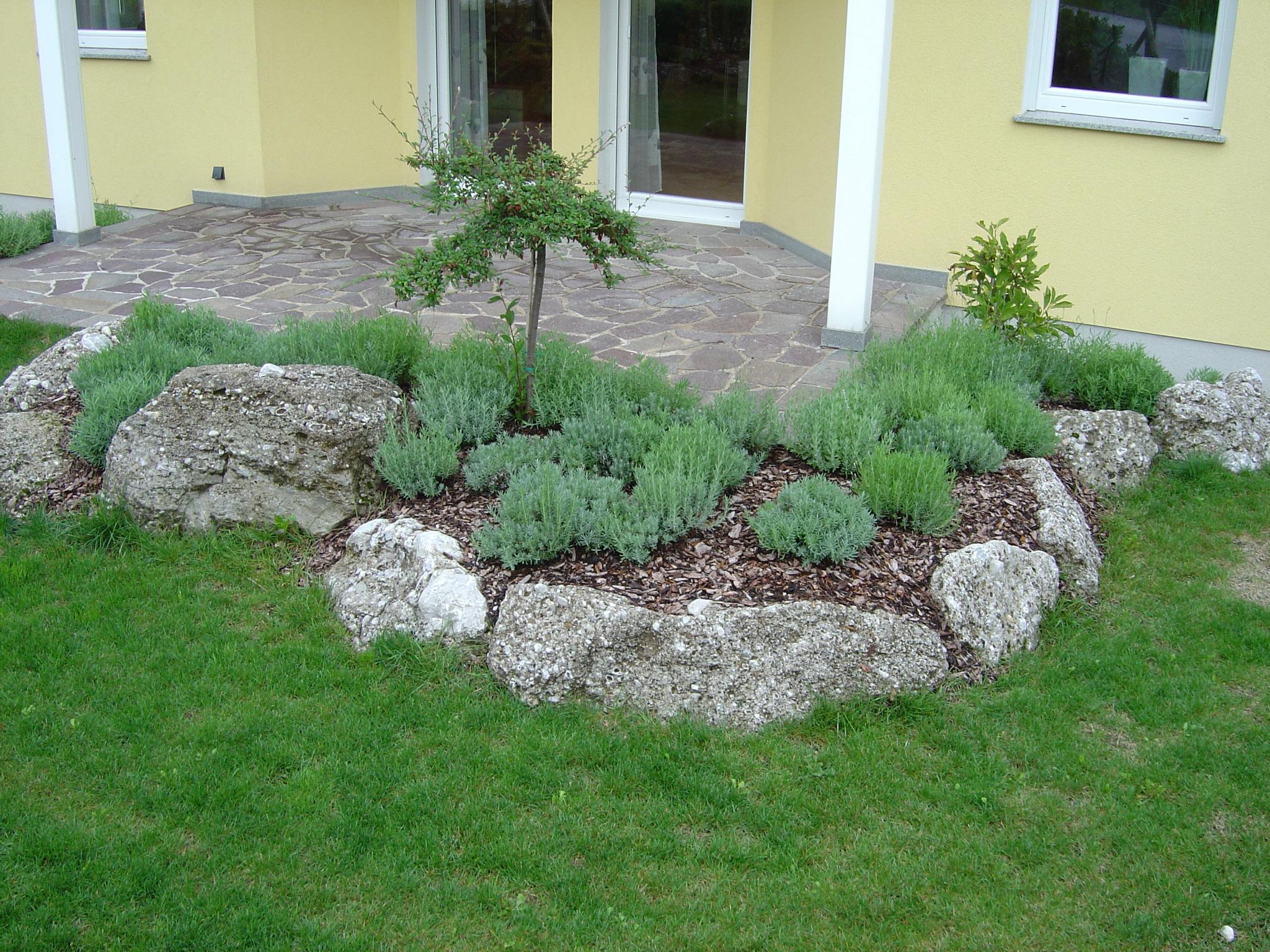 gartengestaltung mit naturstein gartengestaltung naturstein in allen varianten naturstein. Black Bedroom Furniture Sets. Home Design Ideas